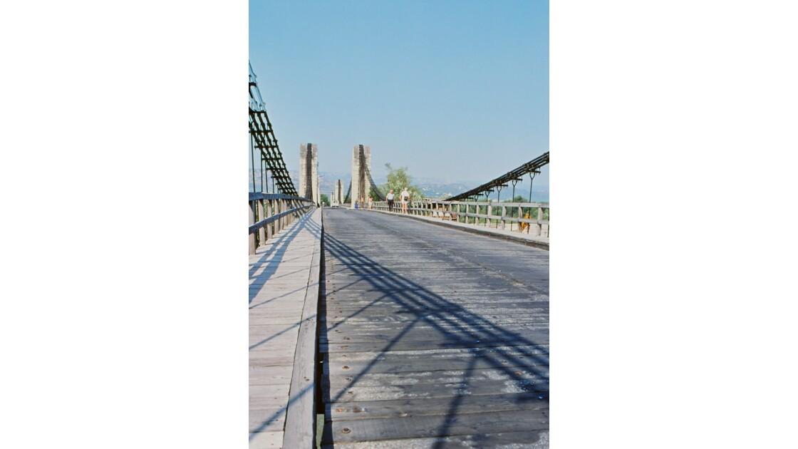 Provence 1979 Mallemort Le vieux pont suspendu 10
