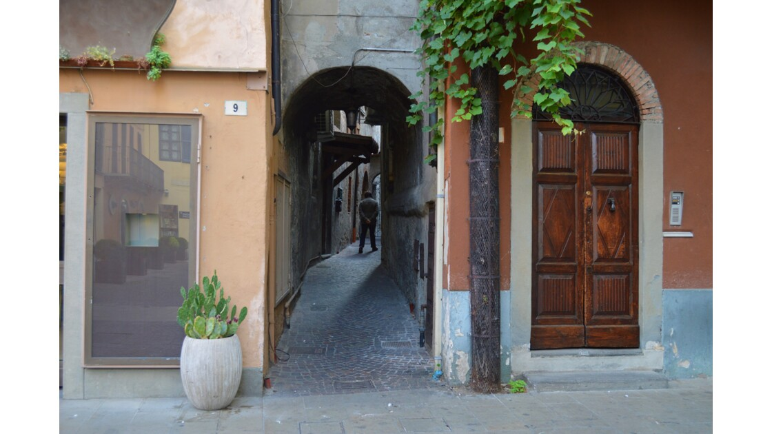 Iseo by-street