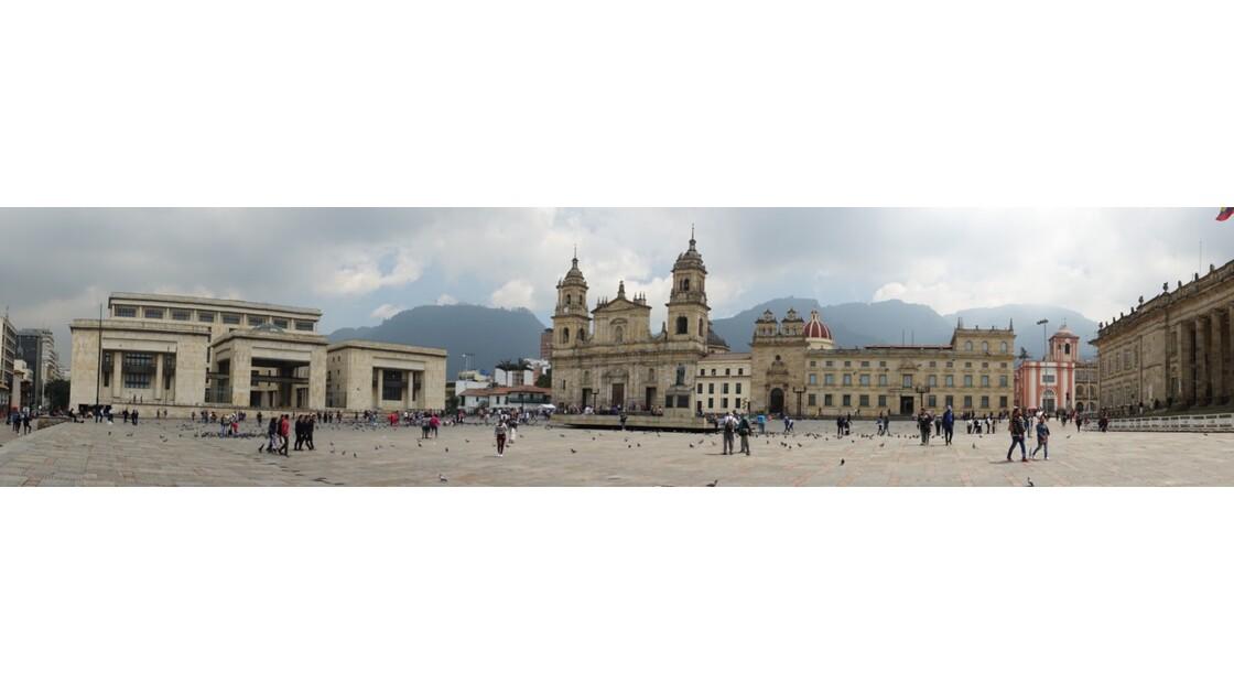 Colombie Bogota Plaza Bolivar La cathédrale et le Palacio de justicia