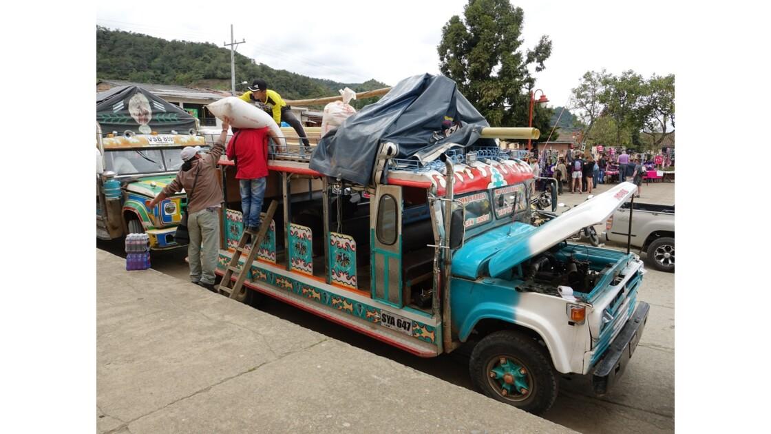 Colombie Silvia Place centrale Chargement des Chivas 2