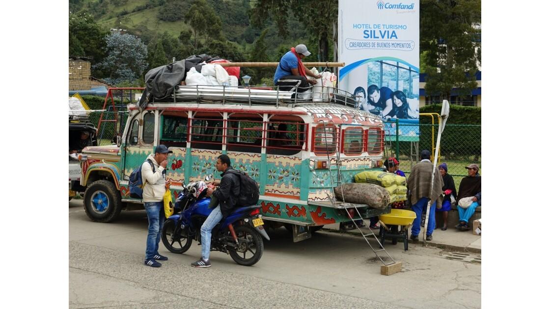 Colombie Silvia Place centrale Chargement des Chivas 3
