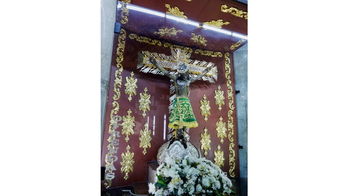 Colombie Buga Basilica del Senor de los Milagros Le christ doré