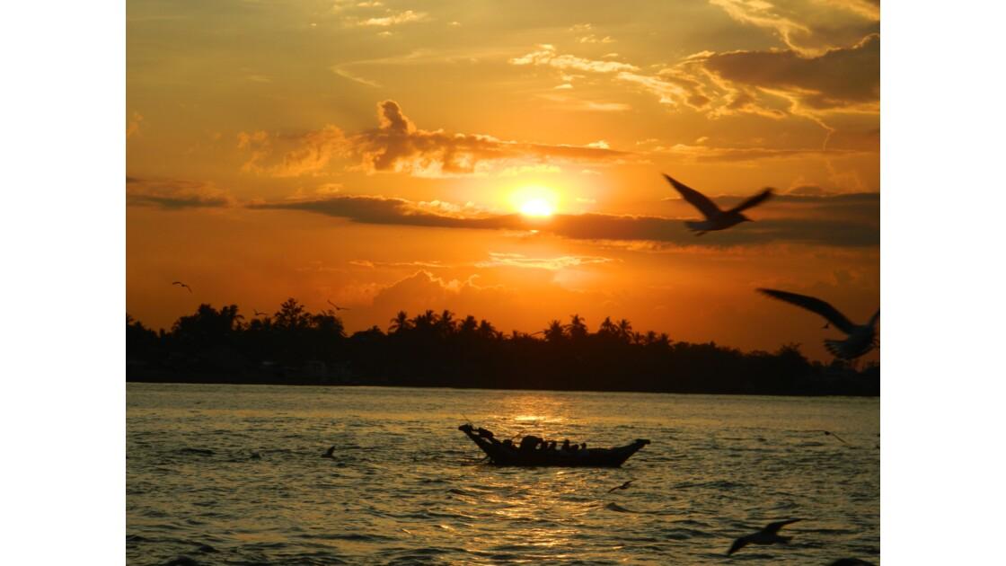 Coucher de soleil sur la rivière Yangon
