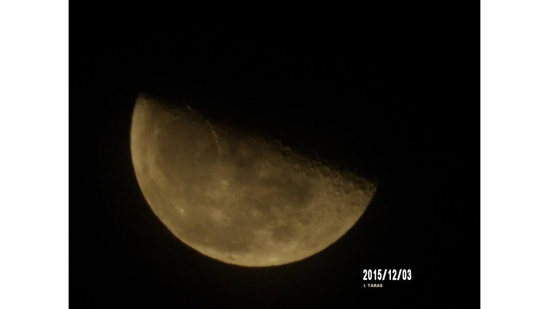 La lune et ses cratères
