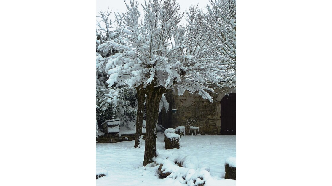 La Couvertoirade, cité templière et hospitalière, au coeur enneigé du Causse du Larzac - Aveyron