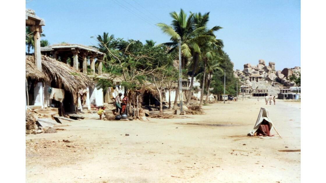 Le village au milieu du site de Hampi