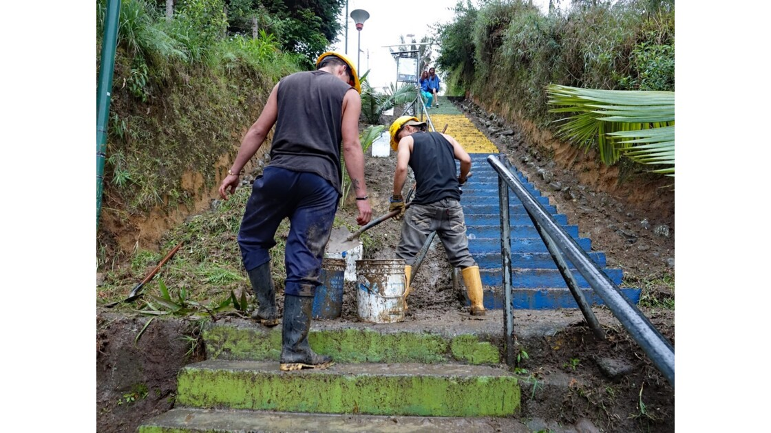 Colombie Salento Mirador d'Alto de la Cruz nettoyage 1