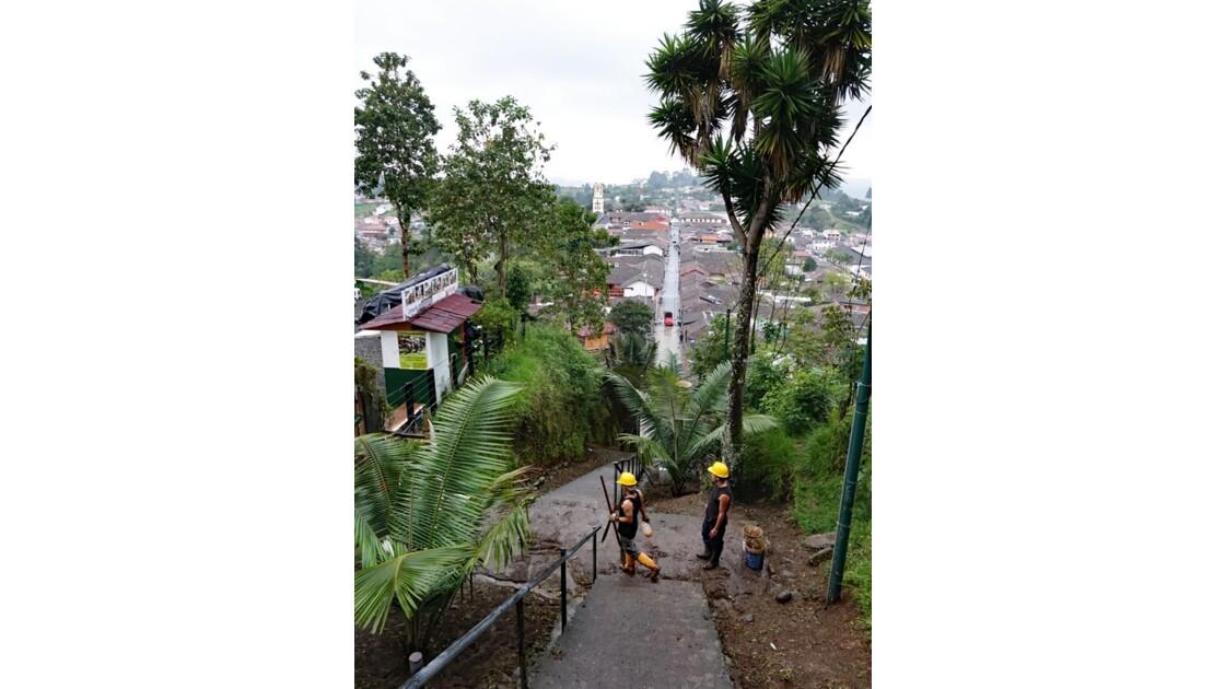 Colombie Salento Mirador d'Alto de la Cruz nettoyage 3