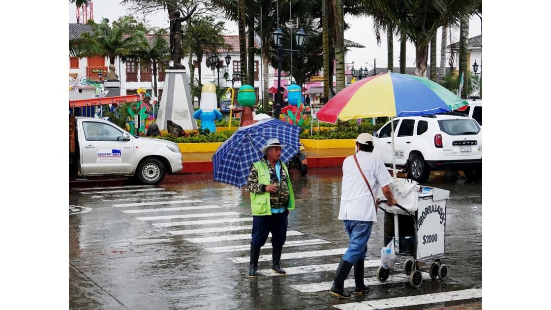 Colombie Salento La place centrale sous la pluie 2