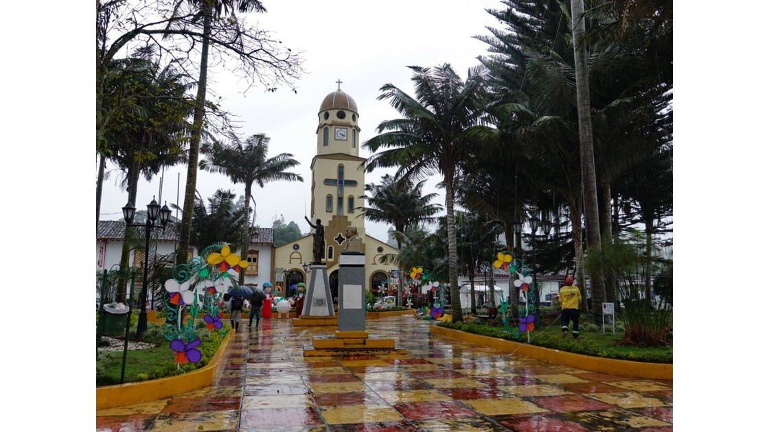 Colombie Salento La place centrale sous la pluie 3