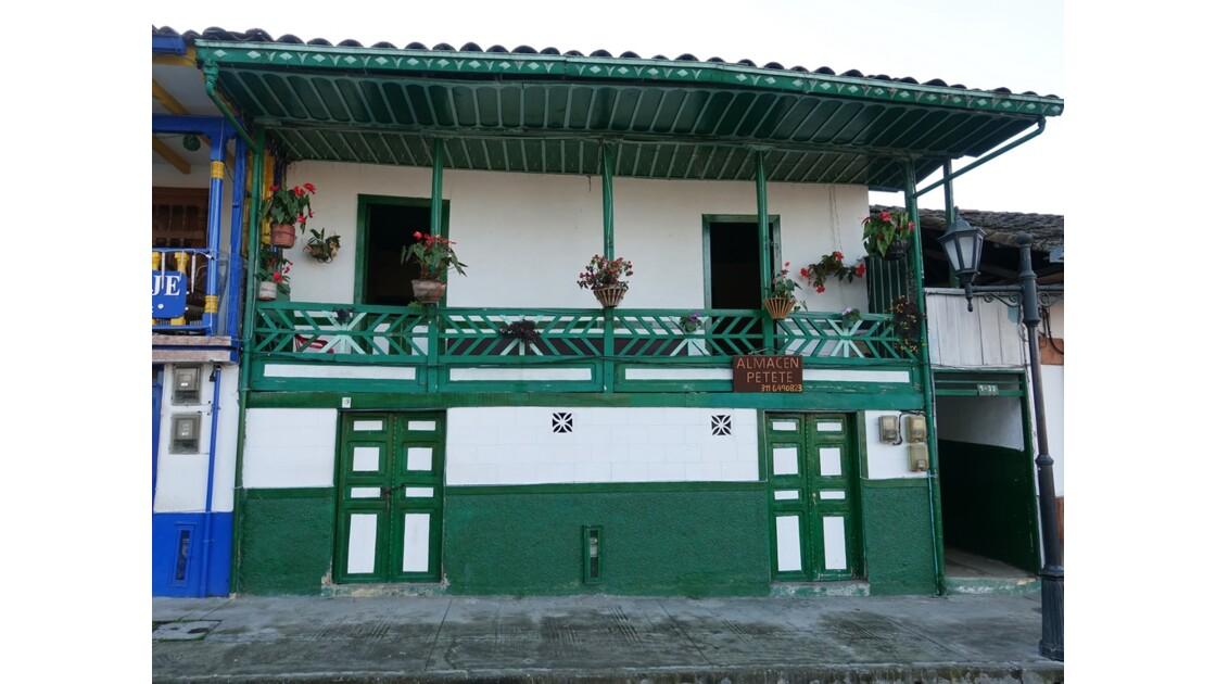 Colombie Salento La place centrale sous la pluie 6