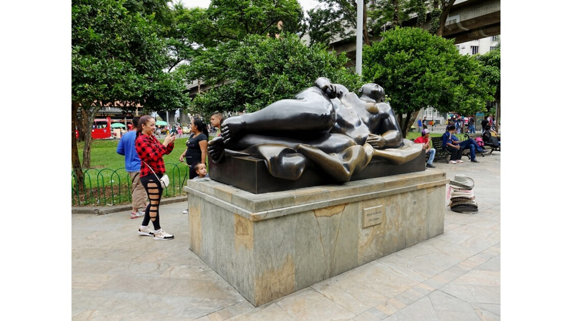 Colombie Medellin Place Botero Mujer Reclinada