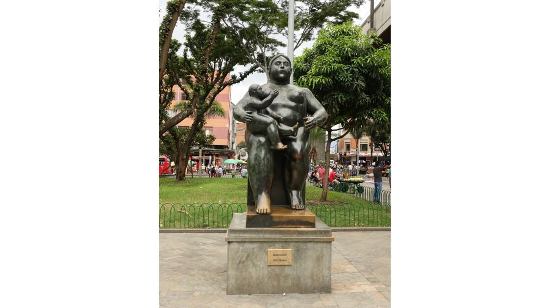 Colombie Medellin Place Botero matrenidad 1