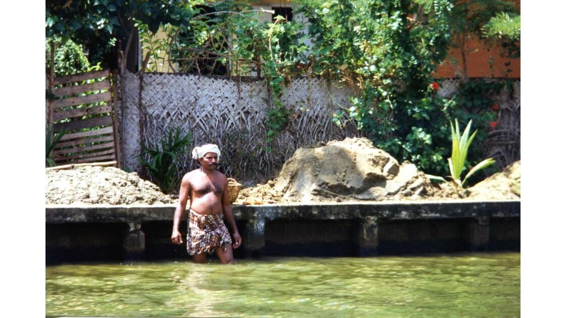 Sur les berges des backwaters