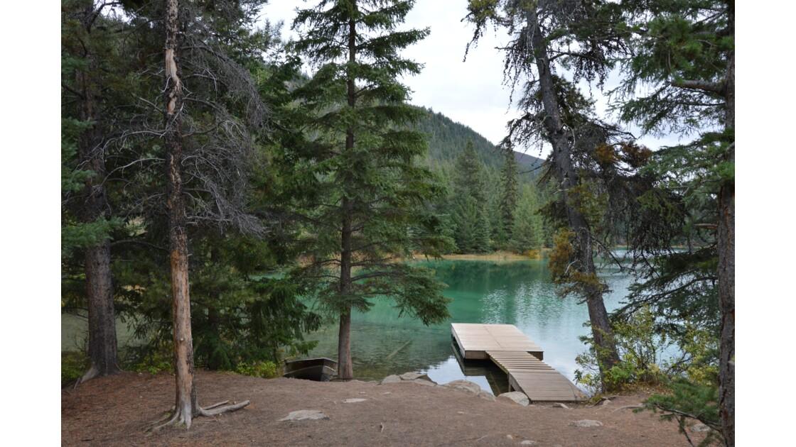 A l'endroit ou à l'envers? Jeux de reflets dans la Vallée des 5 Lacs, Jasper National Park, Canada