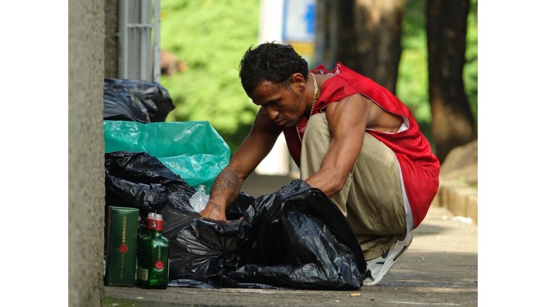 Colombie Medellin El Plobado Les poubelles 3