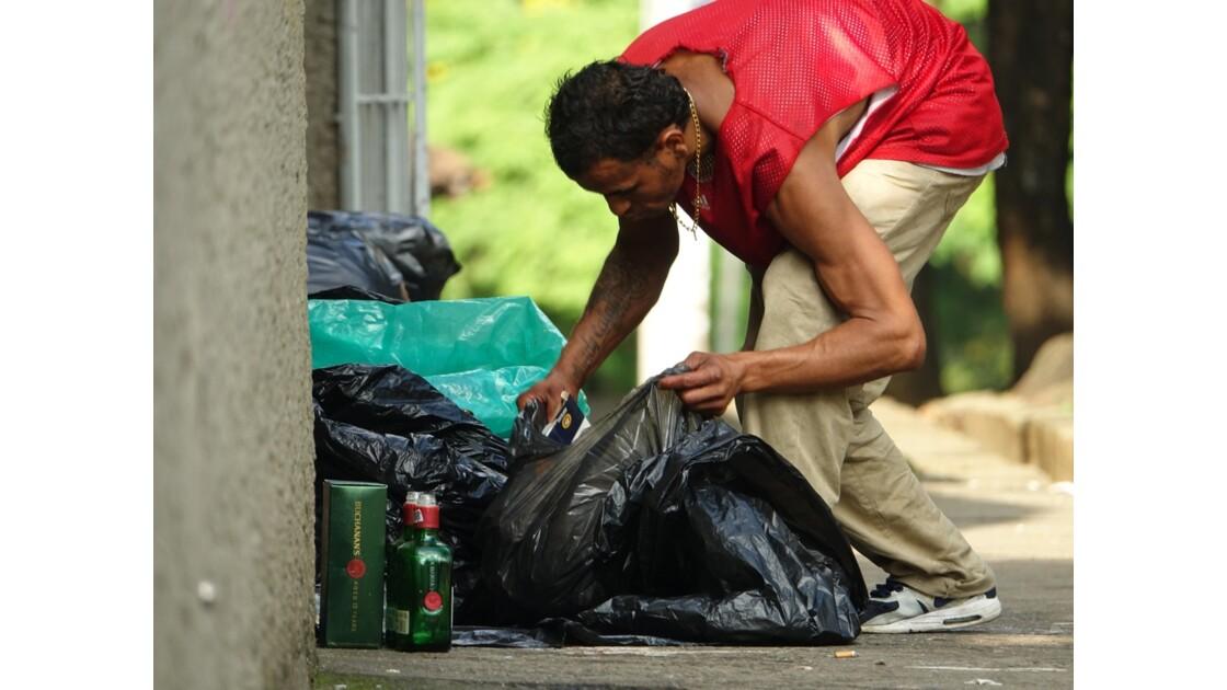 Colombie Medellin El Plobado Les poubelles 4