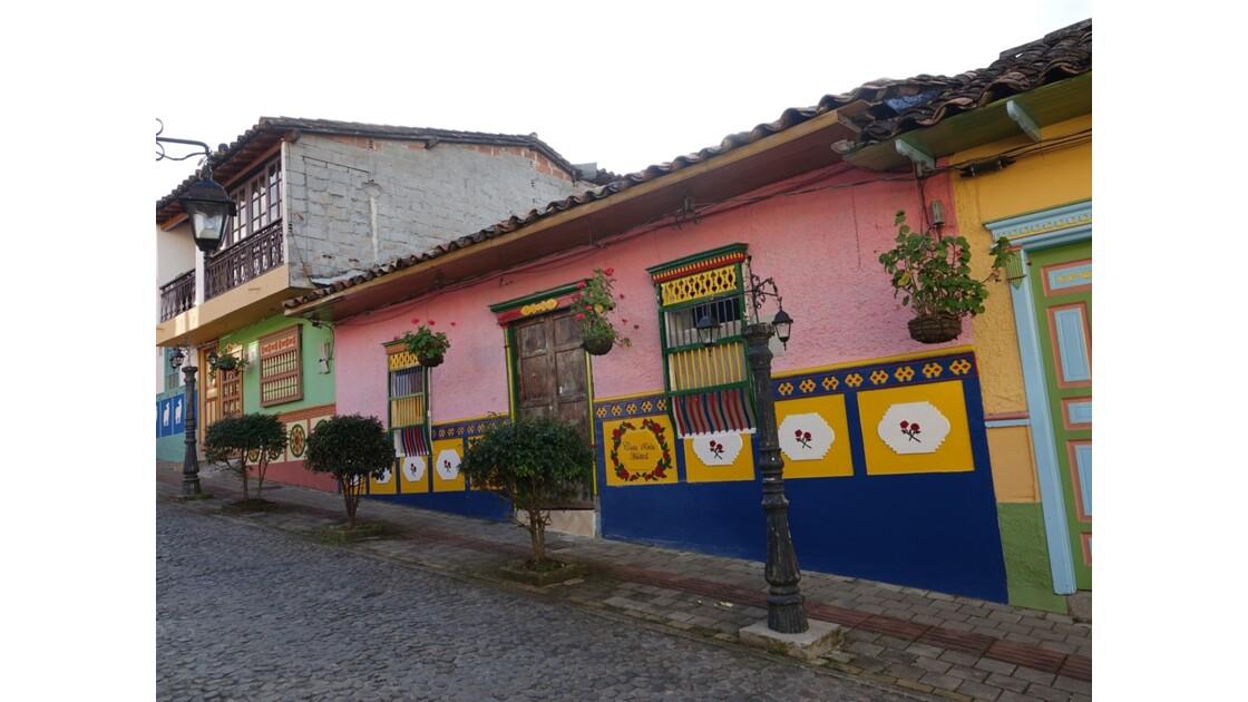 Colombie  Les zocalos de Guatapé 1