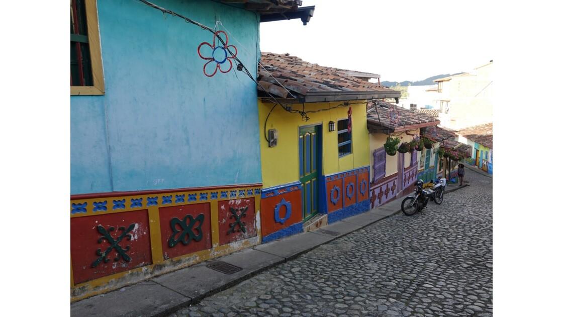Colombie  Les zocalos de Guatapé 5