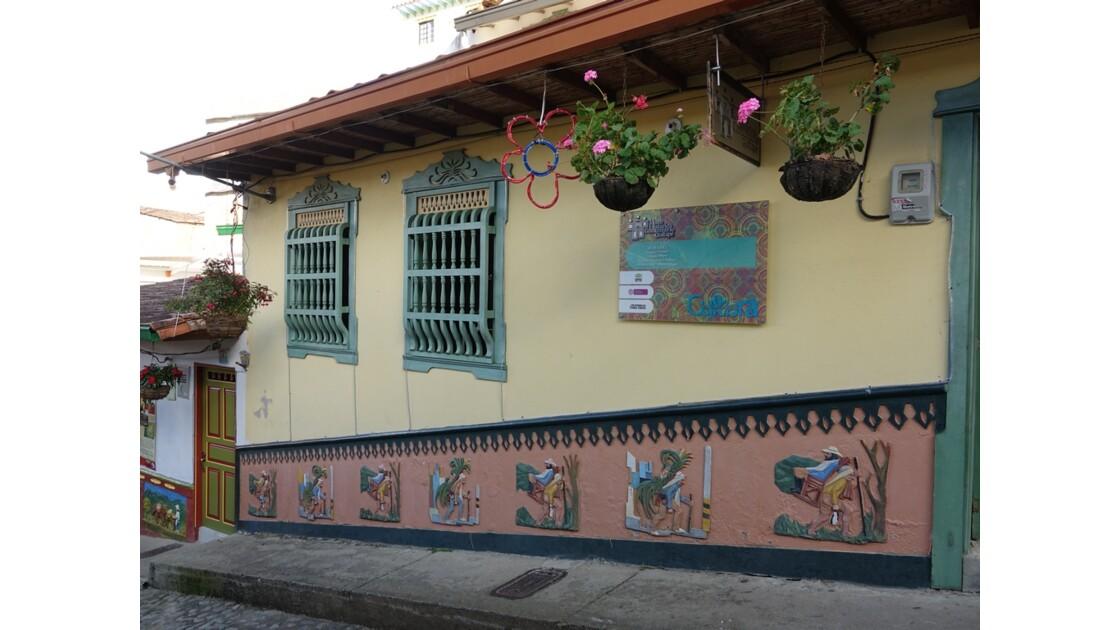 Colombie  Les zocalos de Guatapé 6