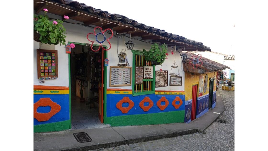 Colombie  Les zocalos de Guatapé 8