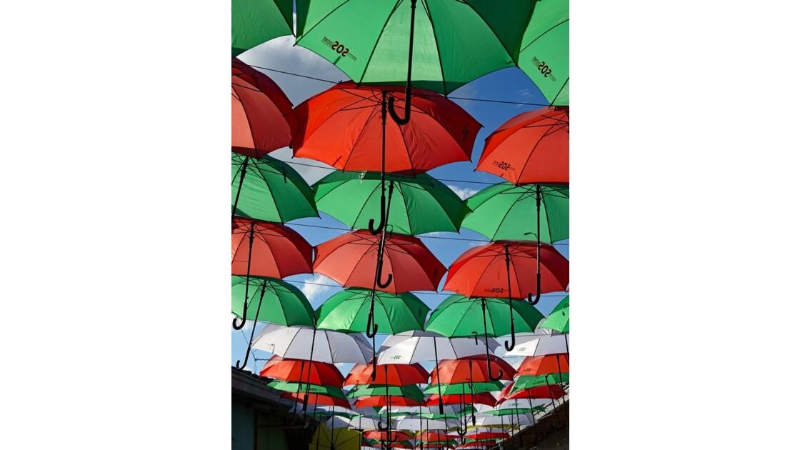 Colombie Guatapé rue des parapluies 3