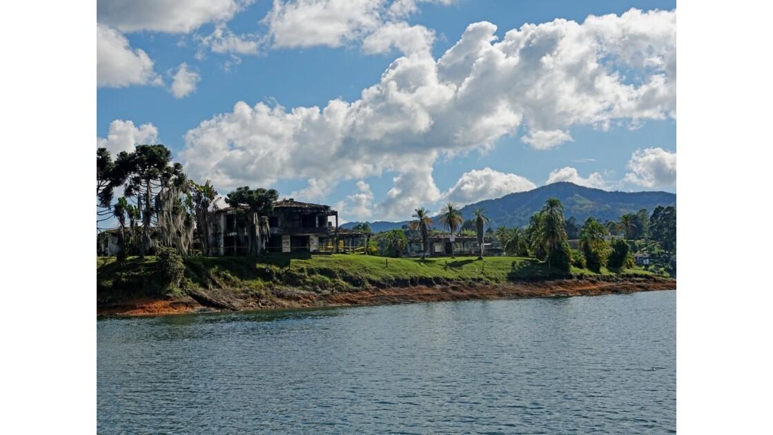 Colombie Guatapé Ancienne résidence brûlée d'Escobar 1
