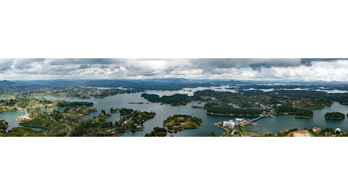 Colombie Guayapé Le lac vu de la Pierra del Penol 2