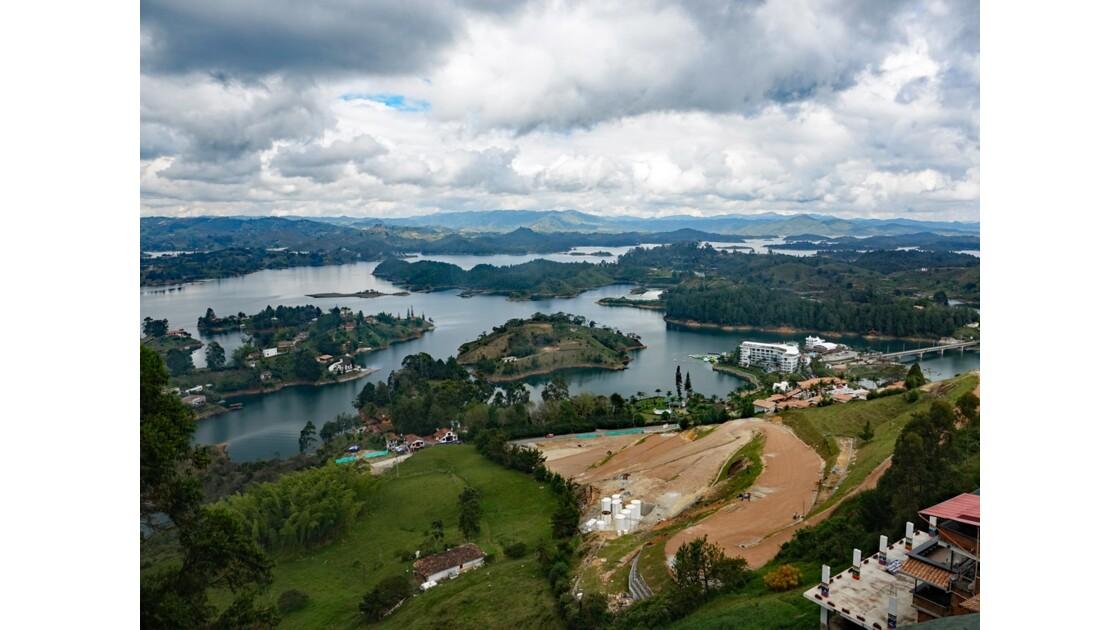 Colombie Guayapé Le lac vu de la Pierra del Penol 3