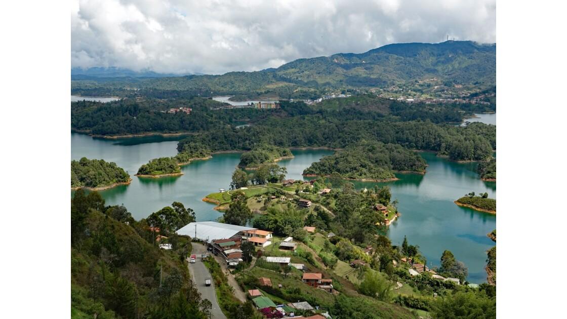 Colombie Guayapé Le lac vu de la Pierra del Penol 4
