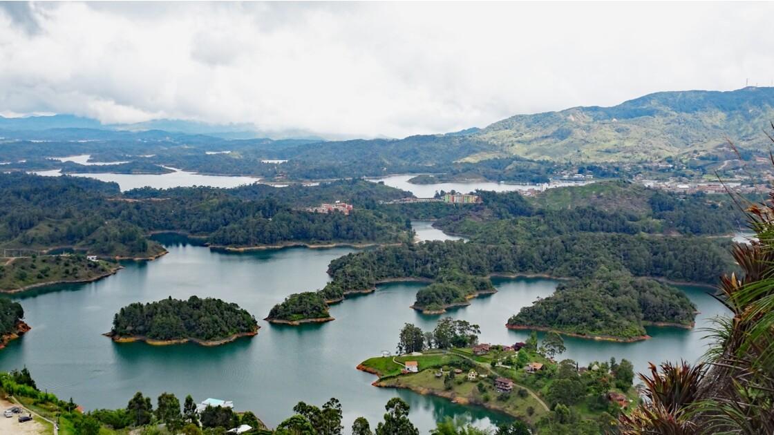 Colombie Guayapé Le lac vu de la Pierra del Penol 5