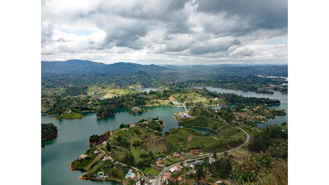 Colombie Guayapé Le lac vu de la Pierra del Penol 7