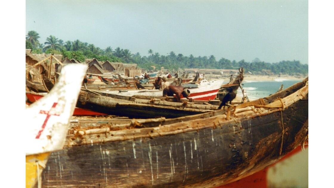 Barques de pêcheurs sur la plage de Quilon