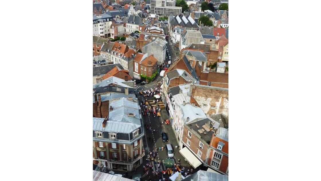 Vue sur la place des Héros et les rues avoisinantes depuis la première couronne du beffroi d'Arras - Pas-de-Calais