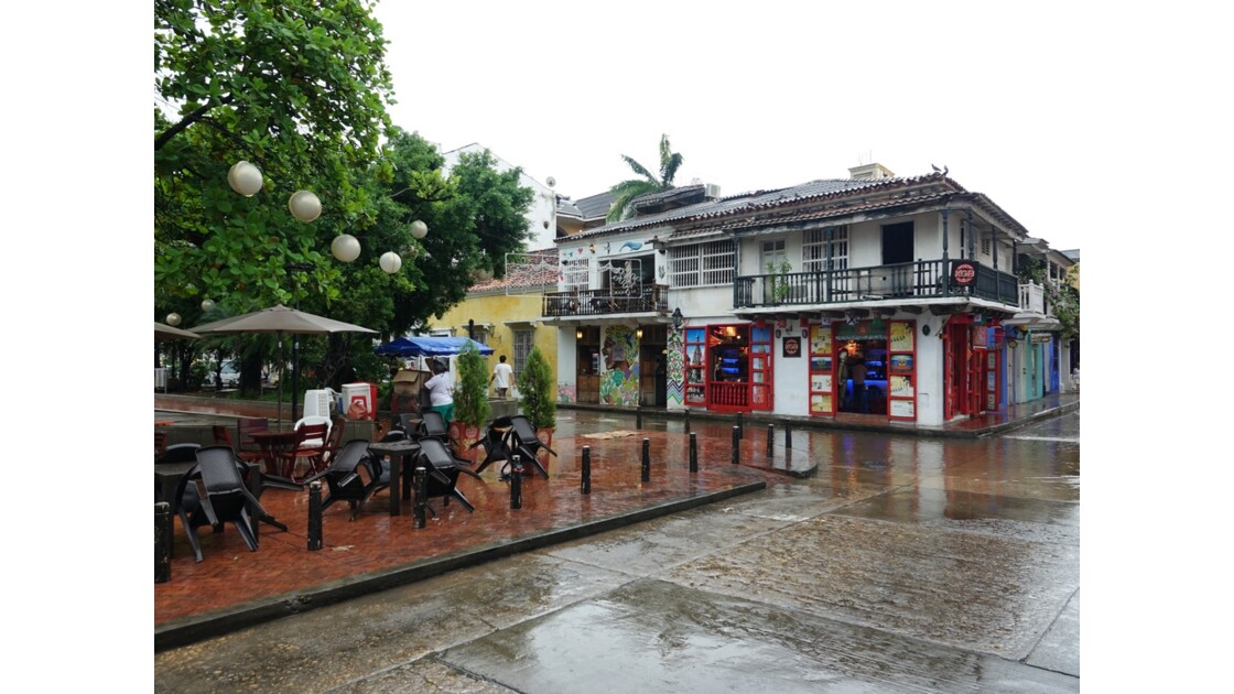 Colombie Cartagena Plaza Fernandez de Madrid sous la pluie 1