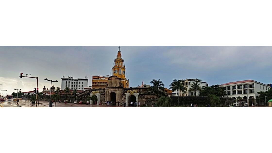 Colombie Cartagena Puerta del Reloj sous la pluie 1