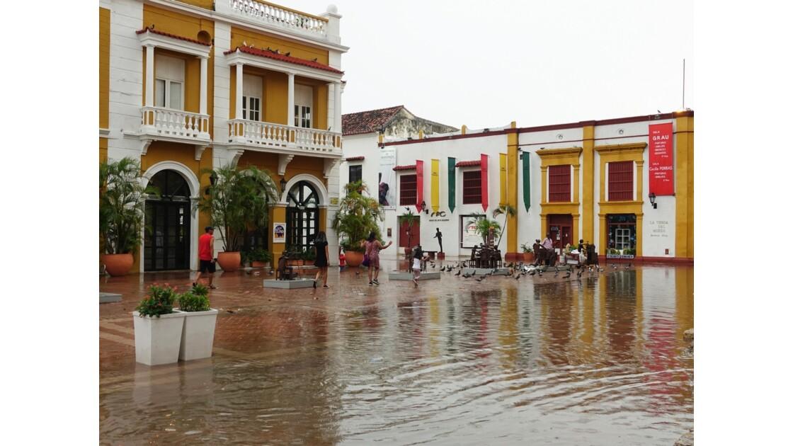 Colombie Cartagena Plaza San Pedro Claver Corbero sous la pluie 1