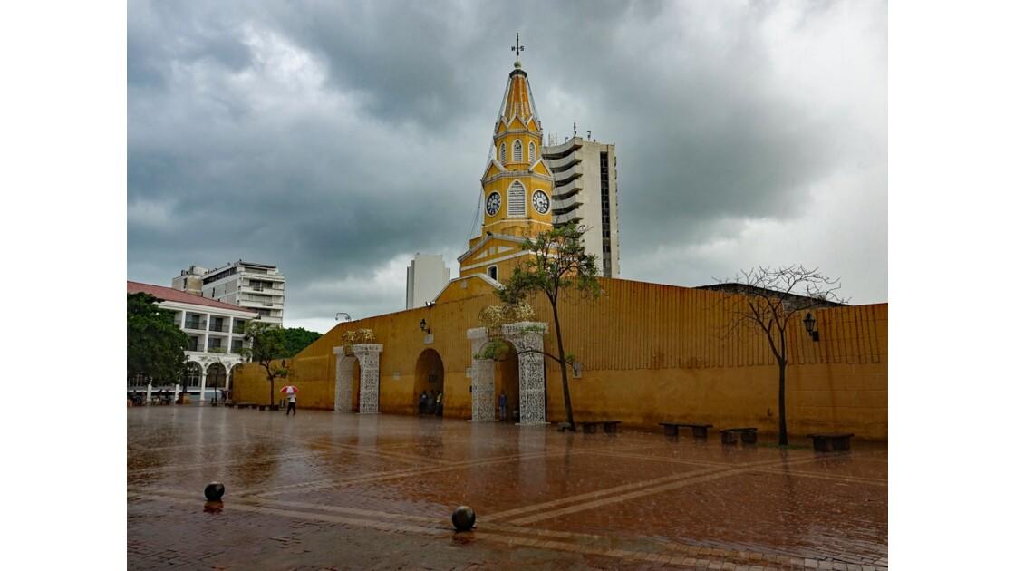 Colombie Cartagena Puerta del Reloj sous la pluie 3