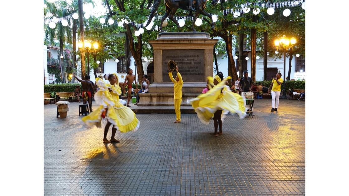 Colombie Cartagena Danses Plaza Bolivar 2