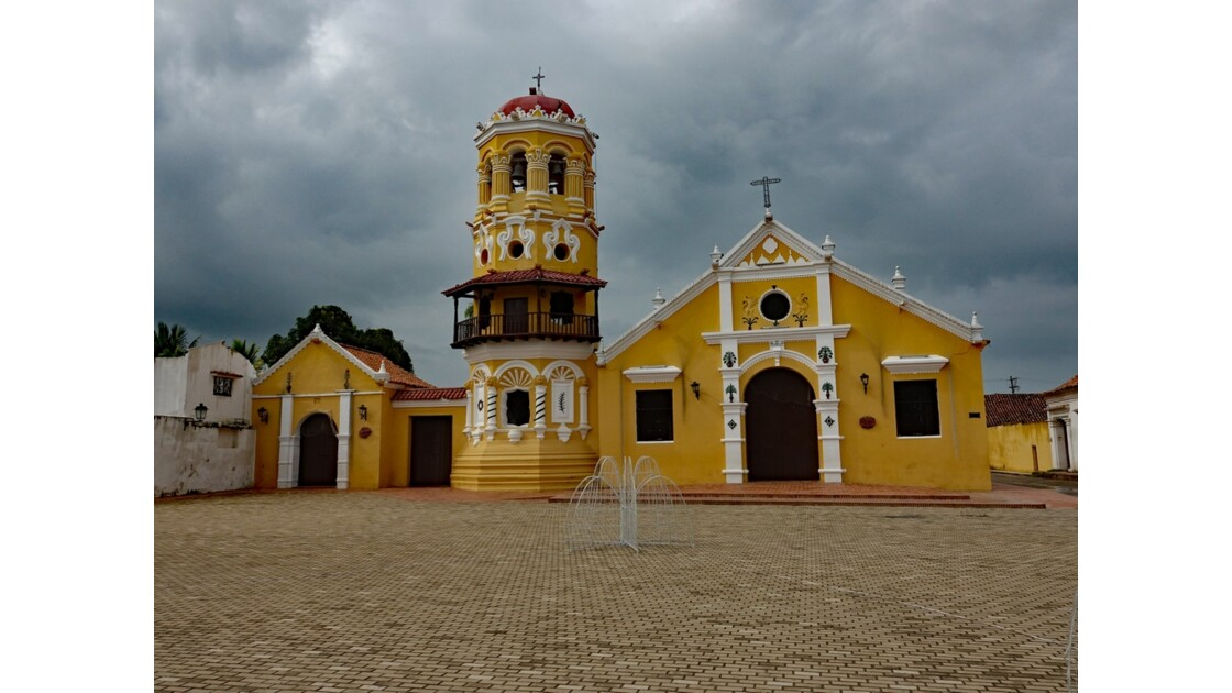 Colombie Mompox Iglesia Santa Barbara avant l'orage 5