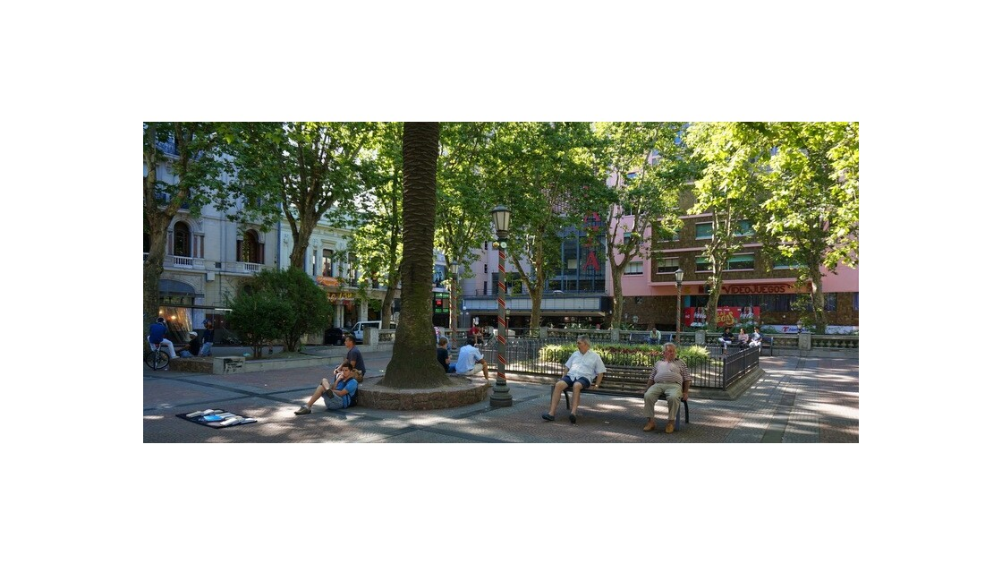 Grande Avenue et Petite Place
