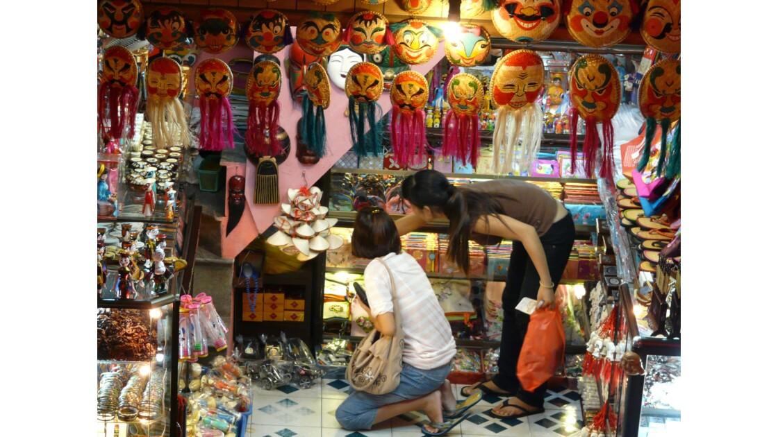 Dans les rues marchandes de Hanoï