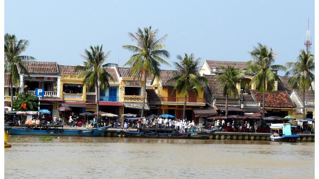 Le long de la rivière Thu Bon