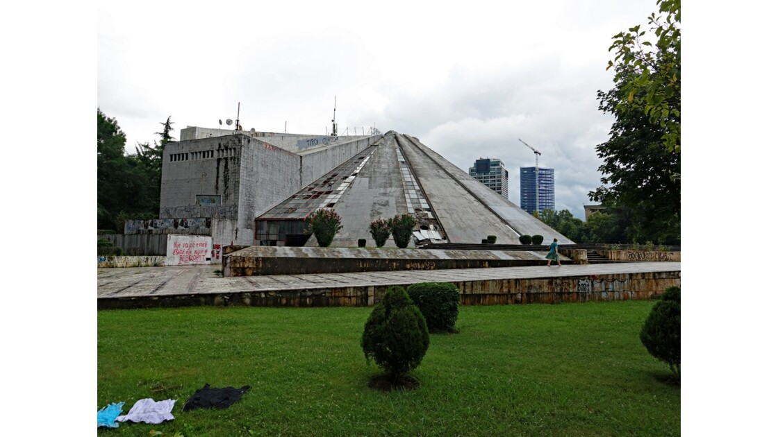 Albanie Tirana La Pyramide 2
