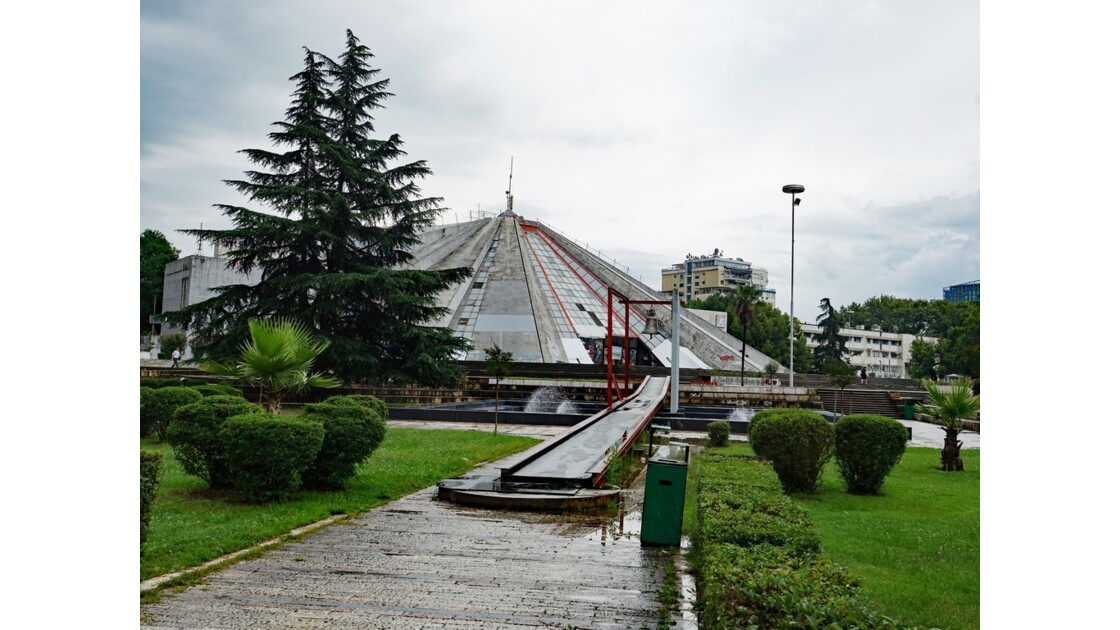 Albanie Tirana La Pyramide 3
