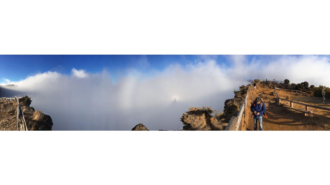 Etonnant spectre de Brocken avec gloire – Le Maîdo – Saint-Paul – Île de la Réunion  © P A T R I C K • B A R R E T