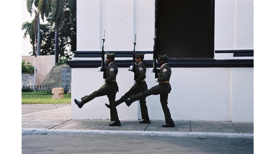 Relève de la garde au mausolée José Marti