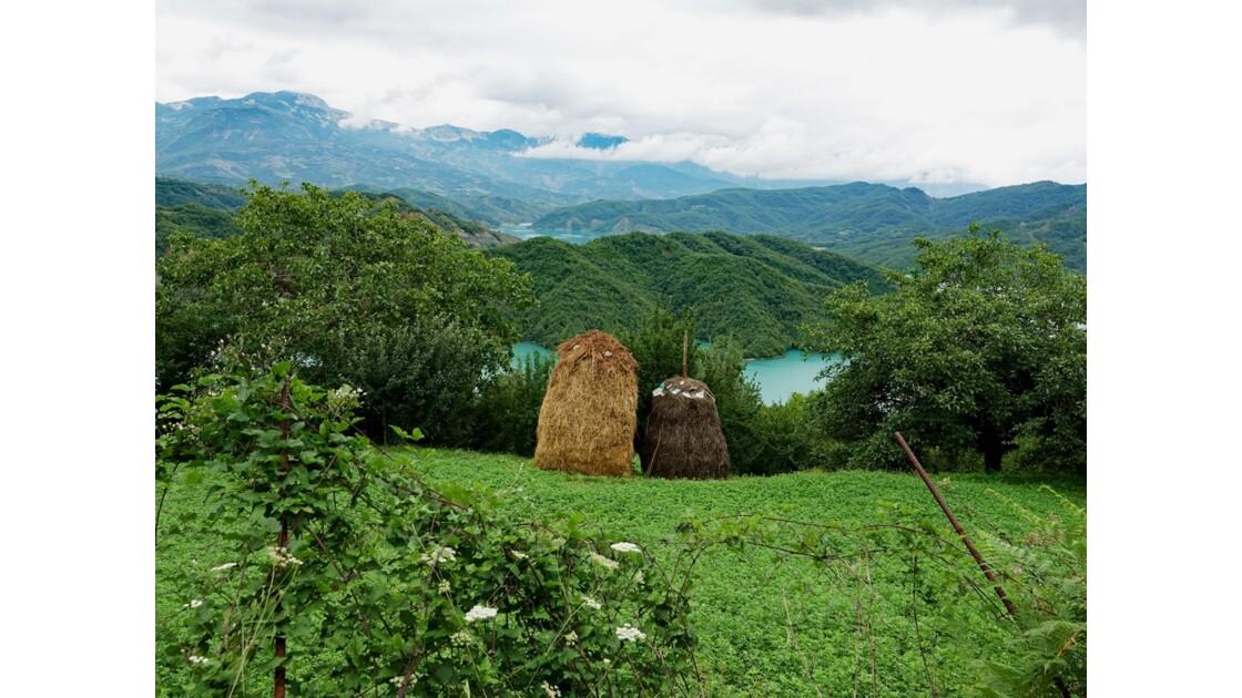 Albanie Les meules du Lac de Bovilla 2