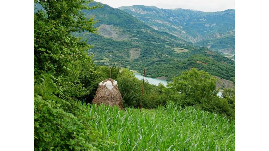 Albanie Les meules du Lac de Bovilla 3
