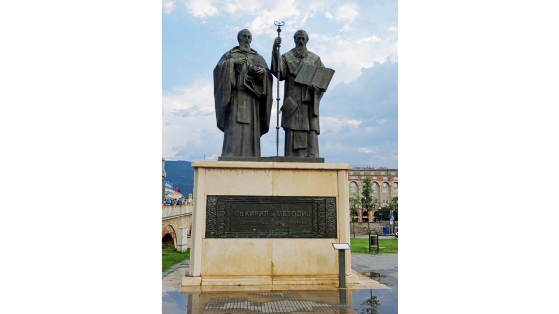 Macédoine Skopje Statue de Cyrille et Méthode 2